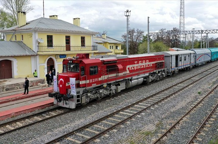A freight train belonging to Turkish State Railways. (AA Photo)