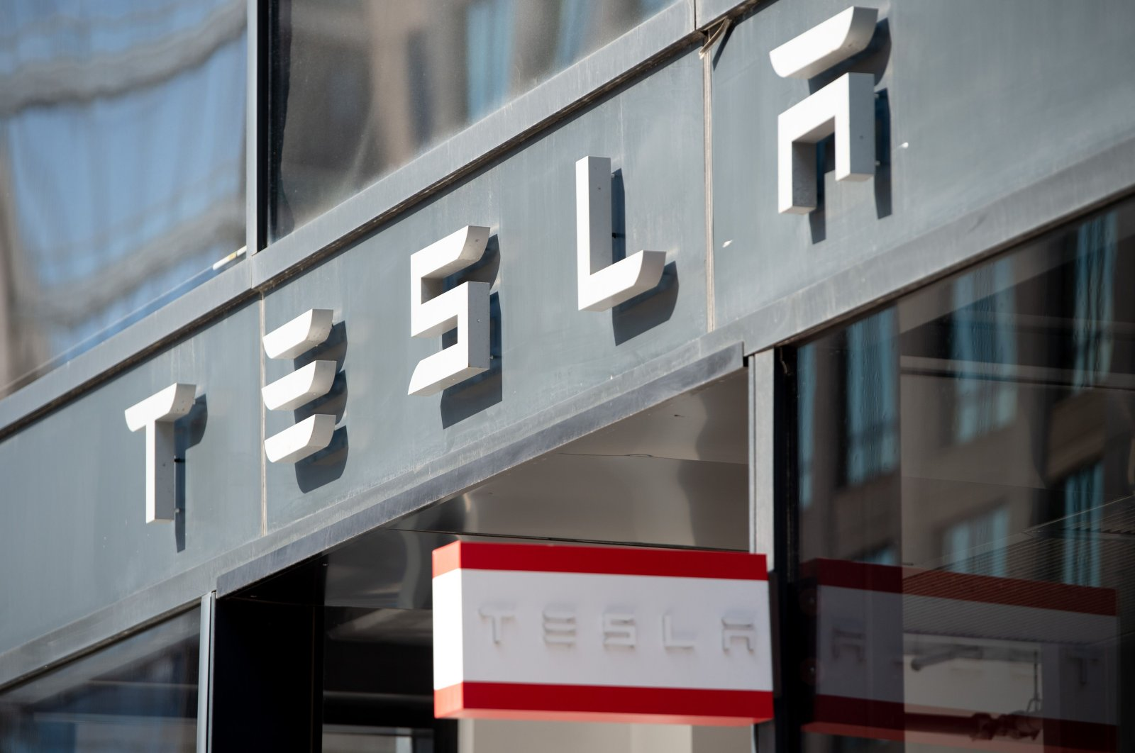 In this file photo the Tesla logo is shown outside of their showroom in Washington, D.C., on Aug. 8, 2018. (AFP Photo)