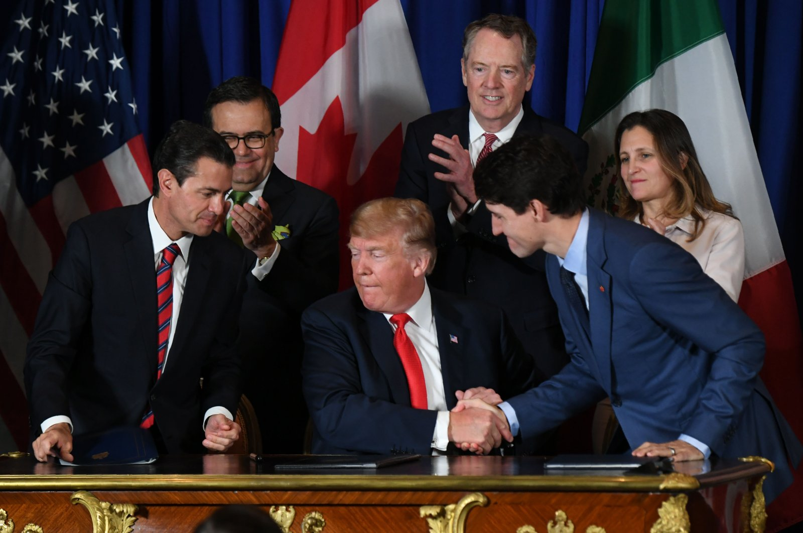 Former Mexican President Enrique Pena Nieto (L), U.S. President Donald Trump (C) and Canadian Prime Minister Justin Trudeau are pictured after signing a new free trade agreement, Buenos Aires, Nov. 30, 2018. (AFP Photo)