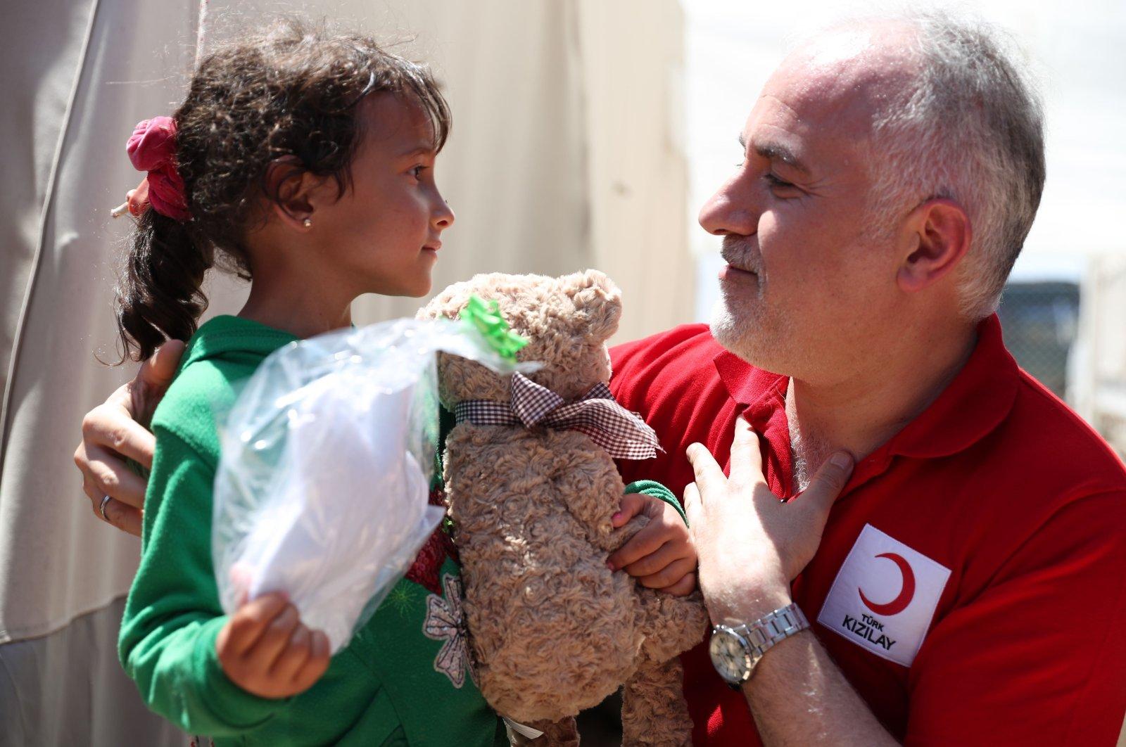 Turkish Red Crescent President Dr. Kerem Kınık delivers aid in this file photo. (Courtesy of Turkish Red Crescent)