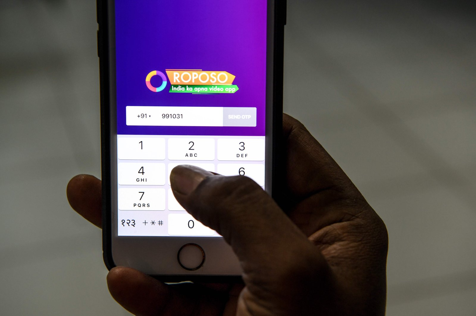 A man uses the Indian app platform Roposo on a mobile phone in New Delhi, July 2, 2020. (AFP Photo)