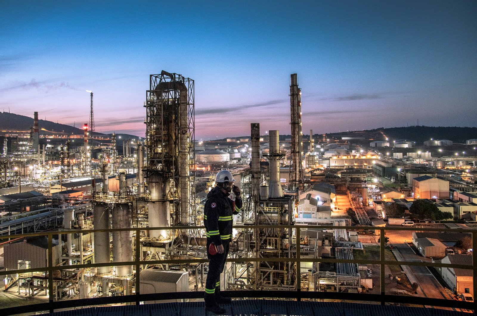 A worker is seen at TÜPRAŞ's oil refinery in western Turkey's Izmir. (Photo courtesy of TÜPRAŞ)