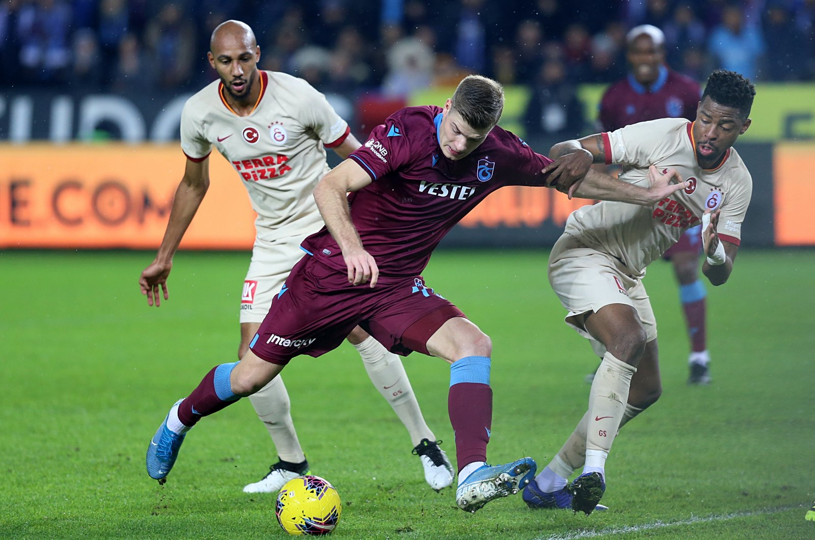 Trabzonspor's Alexander Sorloth (C) tries to dribble past Galatasaray's Ryan Donk (R) and Marcao (L) during a Süper Lig match in Trabzson, Turkey, Dec. 1, 2019. (AA Photo)