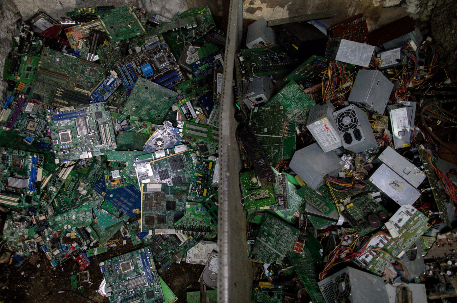 Electronic waste or e-waste from computers is pictured in a junk shop in Makati City, Metro Manila, Philippines, July 2, 2020. (Reuters Photo)