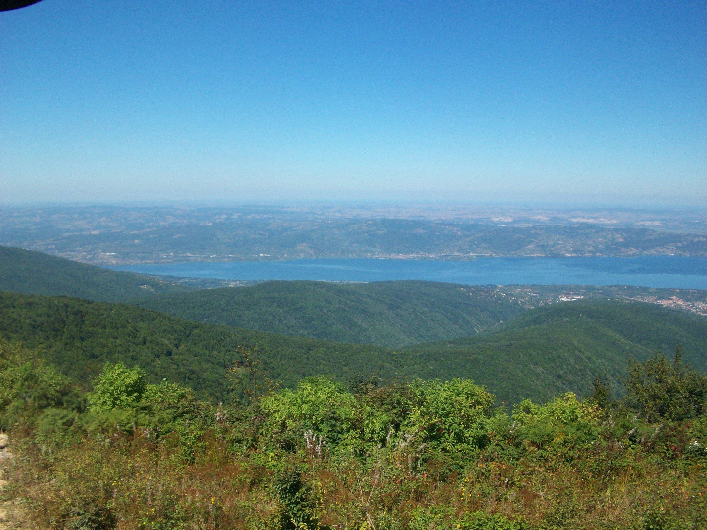 A view of Sapanca Lake from the Doğansivri lookout point near Soğucak Plateau, Sakarya province, Turkey. (Photo courtesy of Muhammet Koçak)