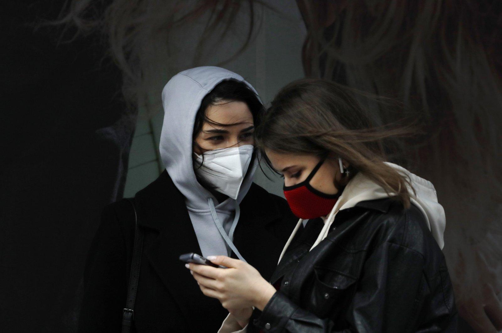 Women wearing masks talk in New York's Times Square, April 9, 2020, amid the coronavirus epidemic. (AP Photo)