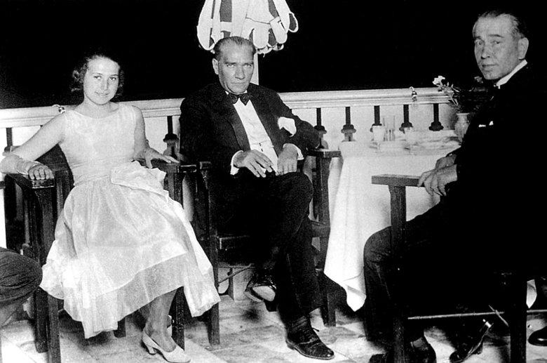 Ali Fethi's daughter Nermin Hanım (L), Mustafa Kemal Atatürk (C) and Fethi Okyar (R) in Yalova, northwestern Turkey, Aug. 13, 1930.