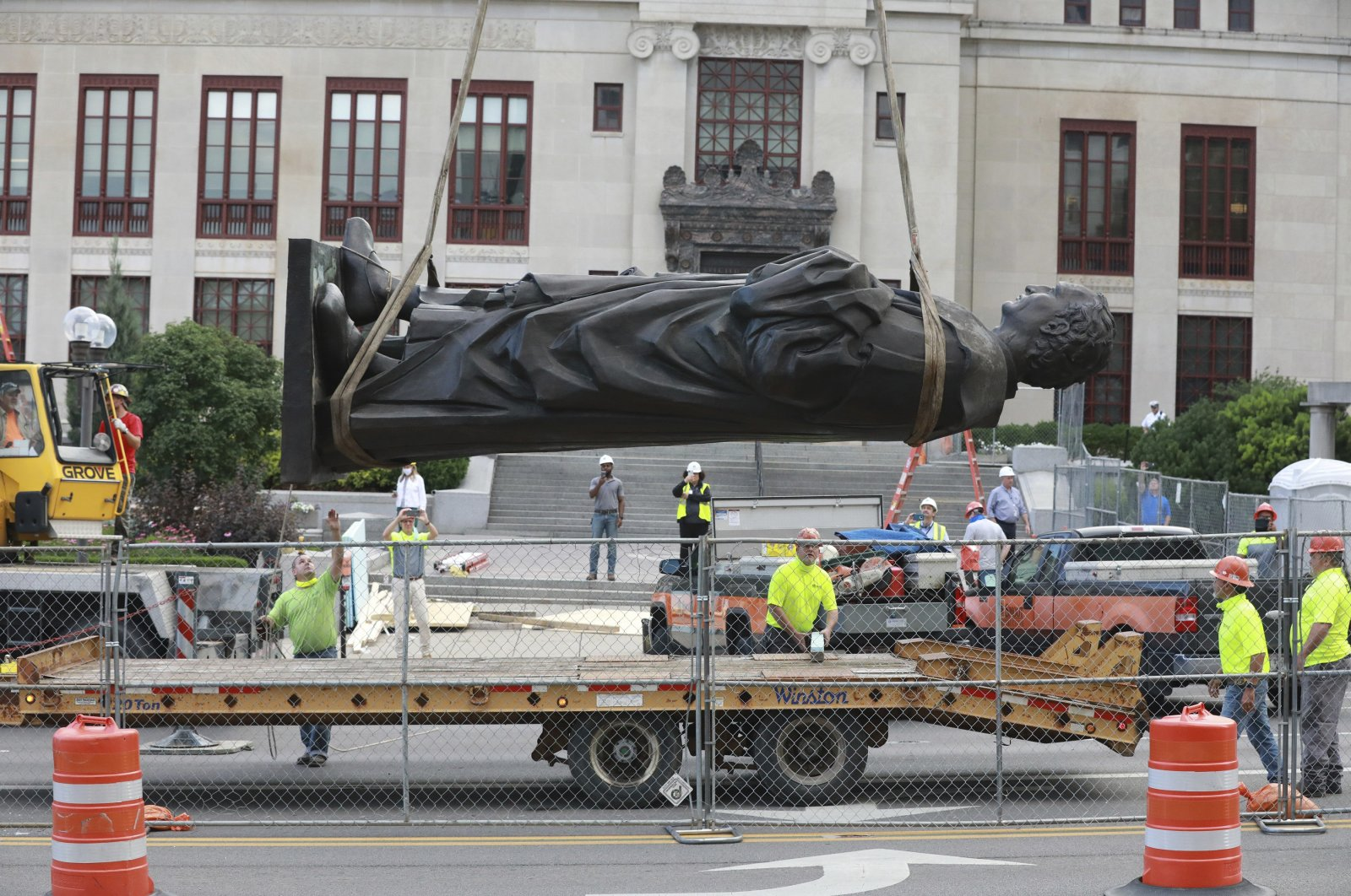 Workers remove the Christhopher Columbus statue on the Broad Street side of Columbus City Hall, Columbus, Ohio, July 1, 2020. (AP Photo)