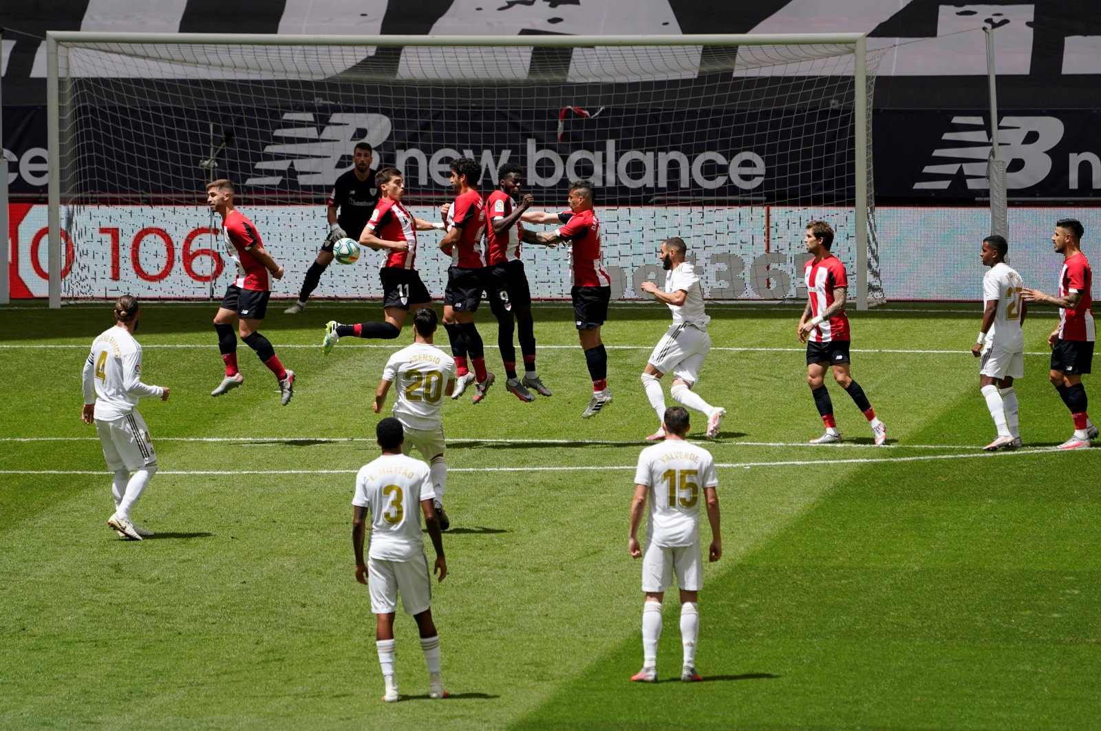 Real Madrid's Marco Asensio takes a free kick in the match against Athletic Bilbao, in Bilbao, Spain, July 5, 2020. (REUTERS Photo)