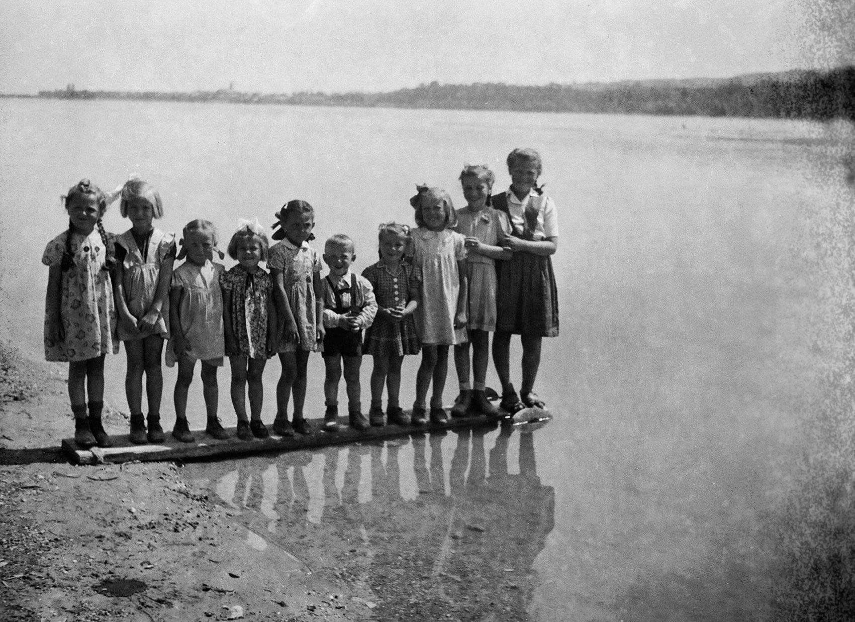 Fotoğraf Tuna tarafından bir grup çocuğu gösteriyor. (Macar Kültür Merkezi'nin izniyle)