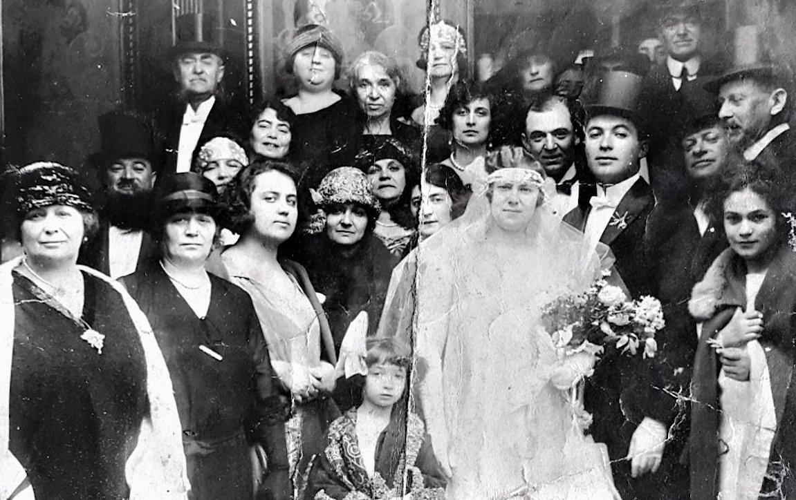"""Savaş Arslan'ın """"Bir Sigmund Weinberg Belge-meseli"""" nden Weinberg ailesinin fotoğrafı. (İstanbul Modern'in izniyle)"""