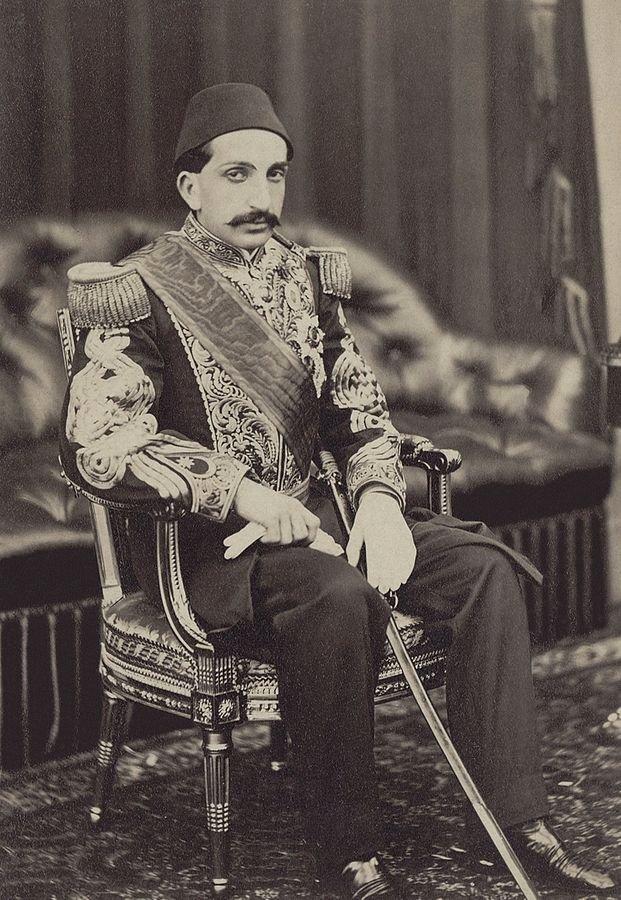 Sultan II. Abdülhamid, saltanatı sırasında Osmanlı İmparatorluğu'ndaki tüm fotoğrafçıları destekledi ve yönetti.
