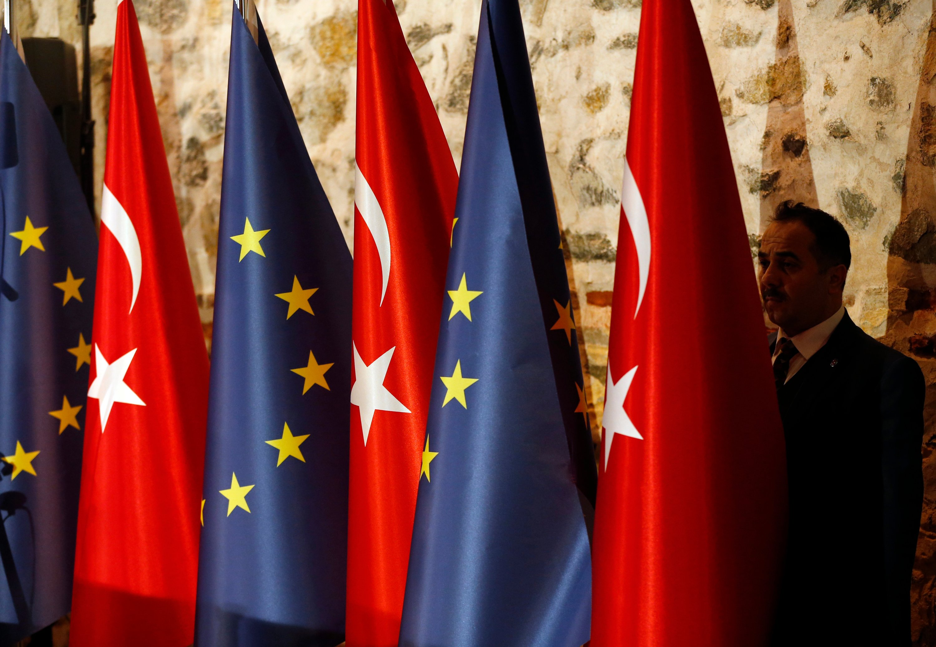 AK Party: Turkey expects improvement, institutional dialogue in ties with EU    Daily Sabah