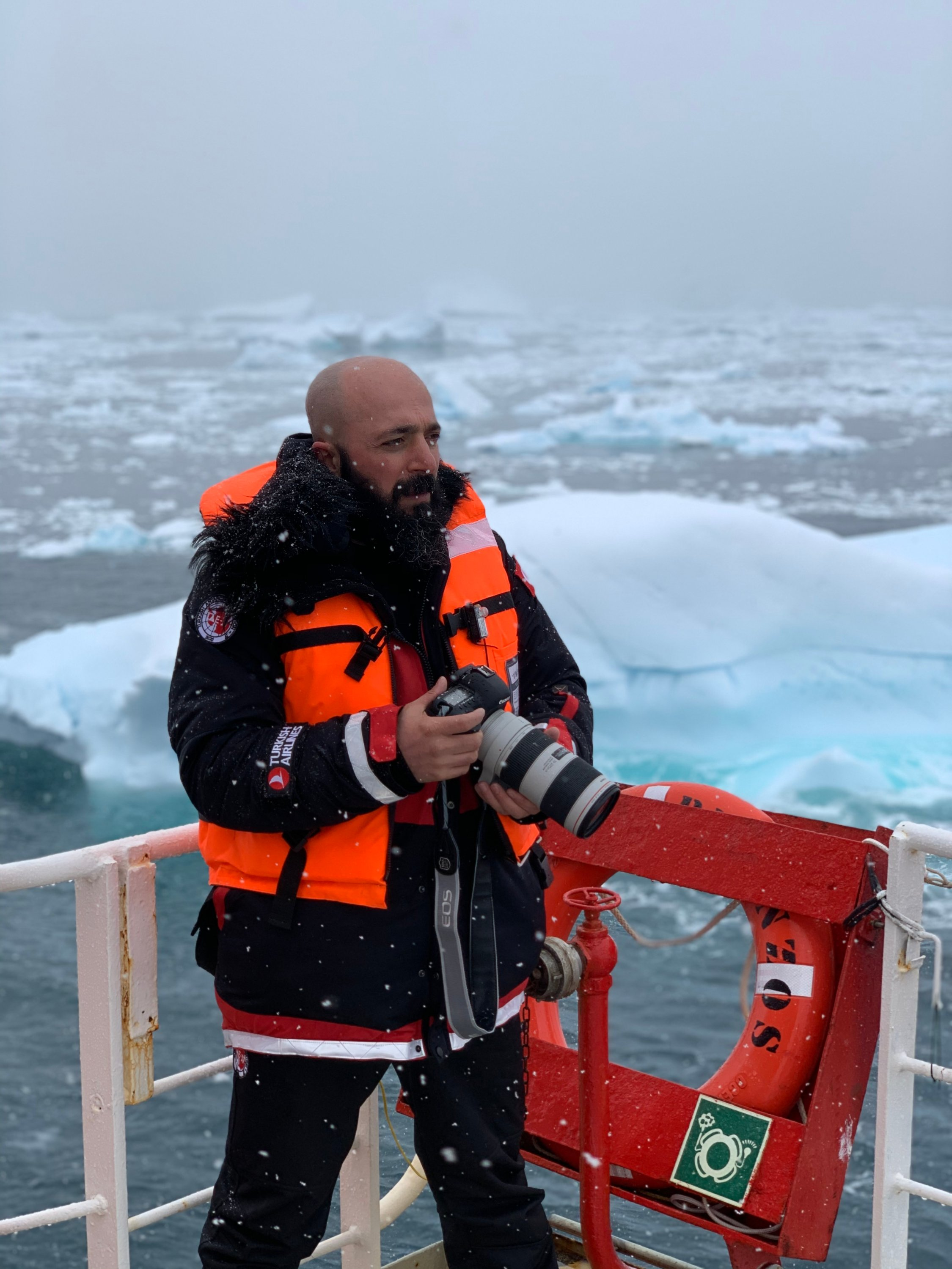 Photojournalist Hayrettin Bektaş capturing snippets from his journey through Antarctica.