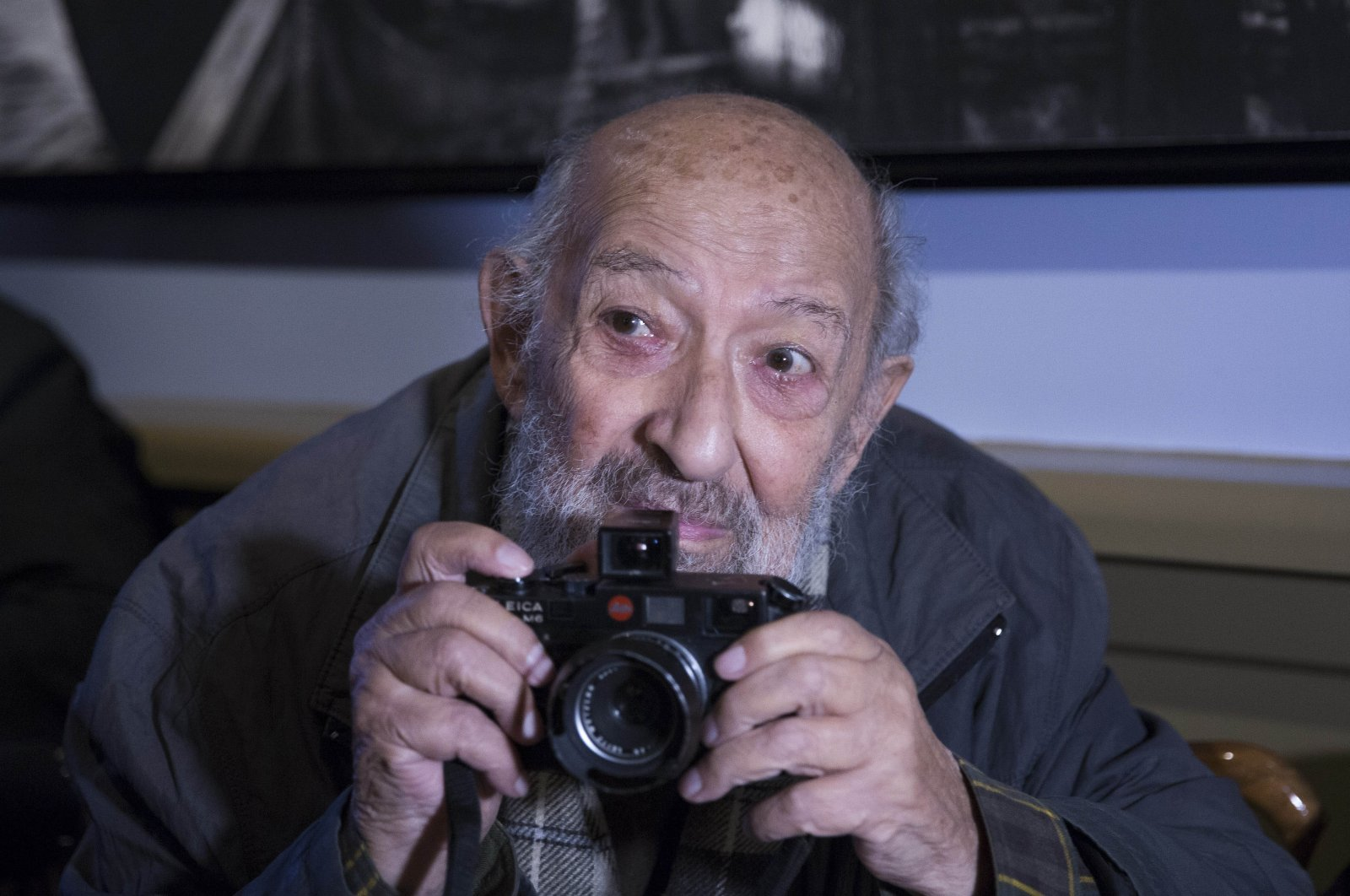 Ara Güler is seen with his camera in this photo in Istanbul, Oct. 30, 2015. (AA PHOTO)