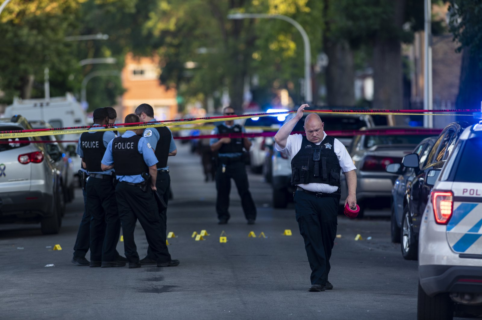 Chicago police officers investigate the scene of a deadly shooting, Chicago, July 5, 2020. (AP Photo)