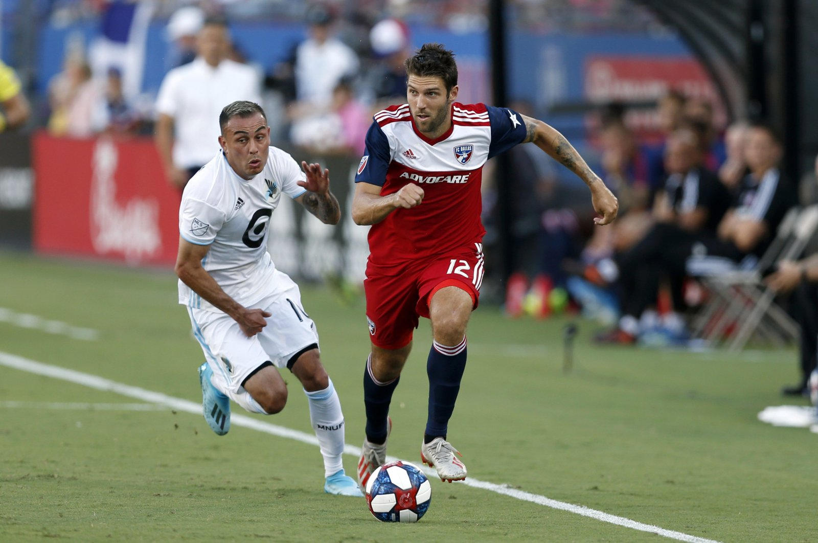 FC Dallas' Ryan Hollingshead dribbles past Minnesota United's Miguel Ibarra during an MLS match in Frisco, Texas, U.S., Aug. 10, 2019. (AP Photo)