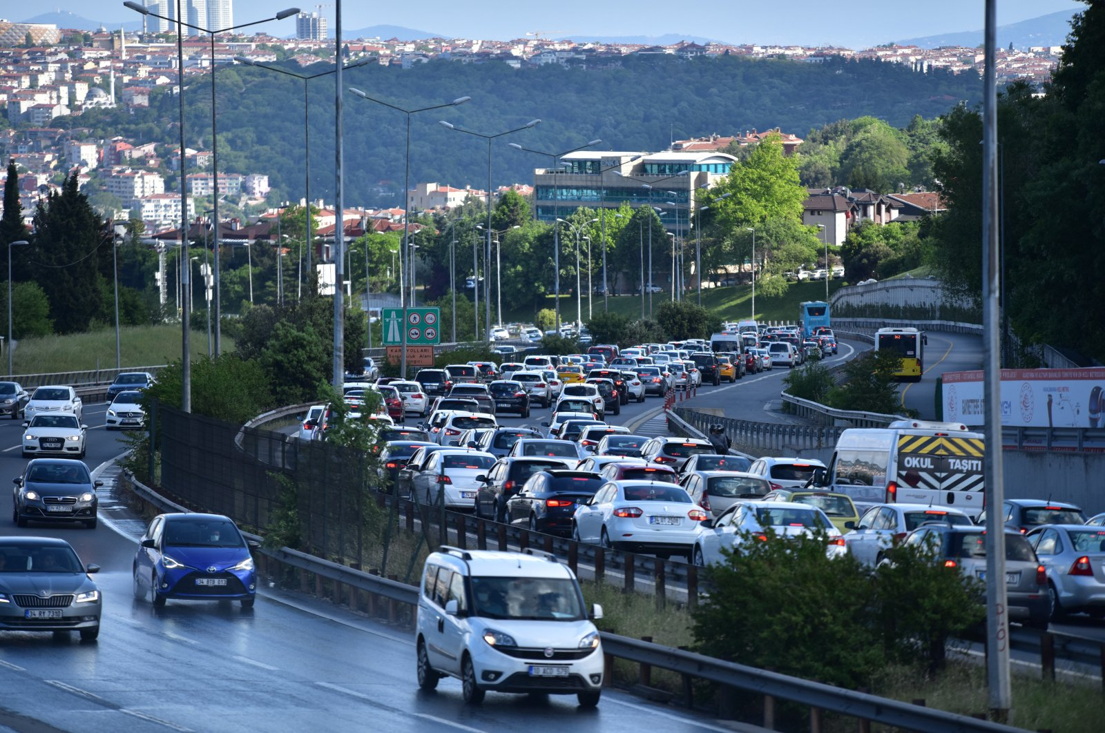 Heavy traffic is seen in Istanbul, Turkey, May 27, 2020. Emissions from vehicles are a major factor in air pollution levels. (DHA Photo)