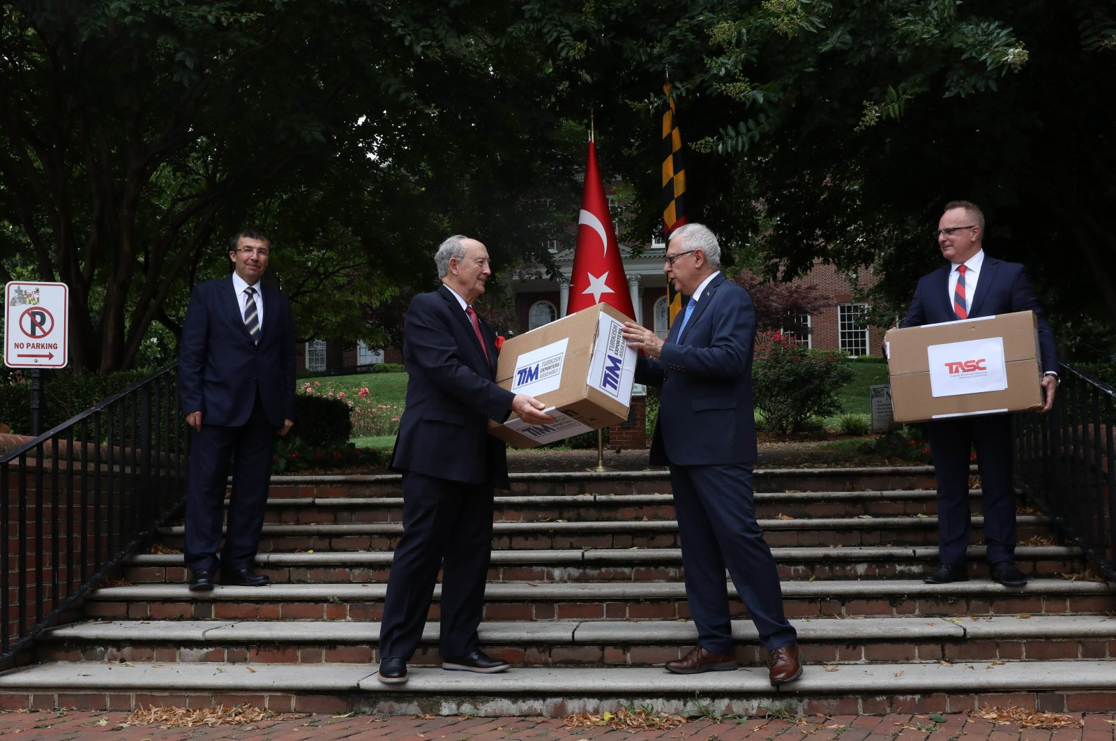 The Turkish Exporters' Assembly has donated 100,000 medical face masks to the U.S. state of Maryland to fight the coronavirus pandemic, July 8, 2020. (AA Photo)