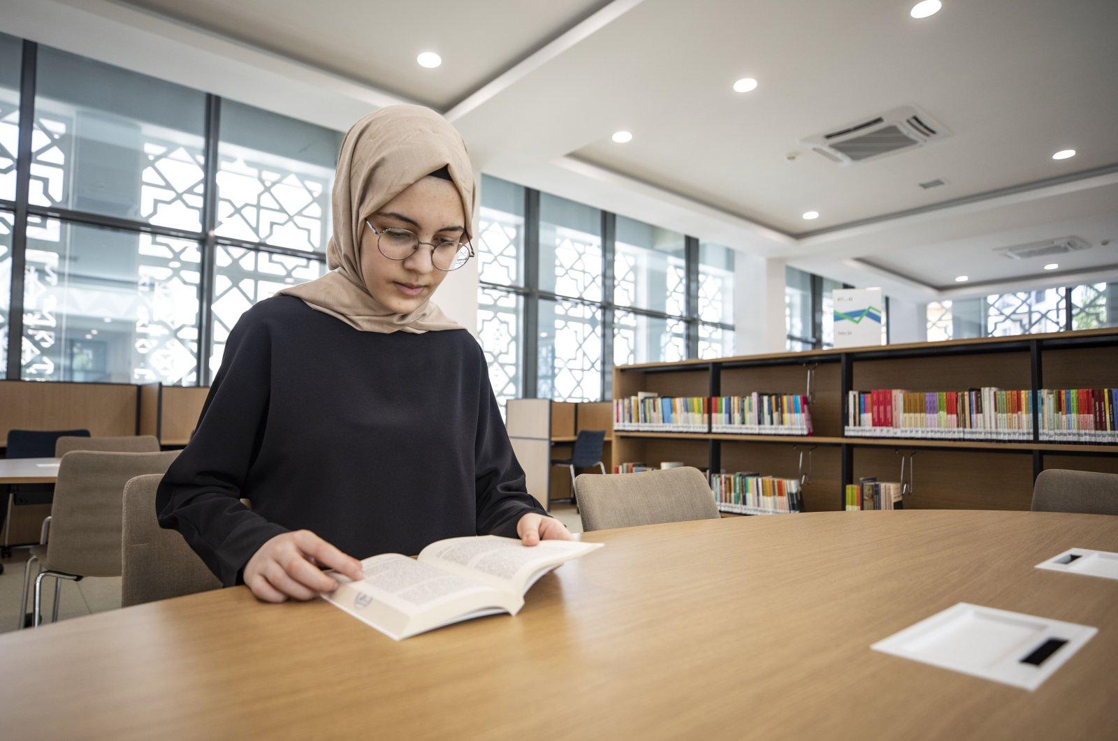 Iclal Dağcı, a 10th-grade student at Kartal Anatolian Imam-Hatip High School in Istanbul, speaks five languages including English, French, Italian, Arabic and Spanish. (AA Photo)