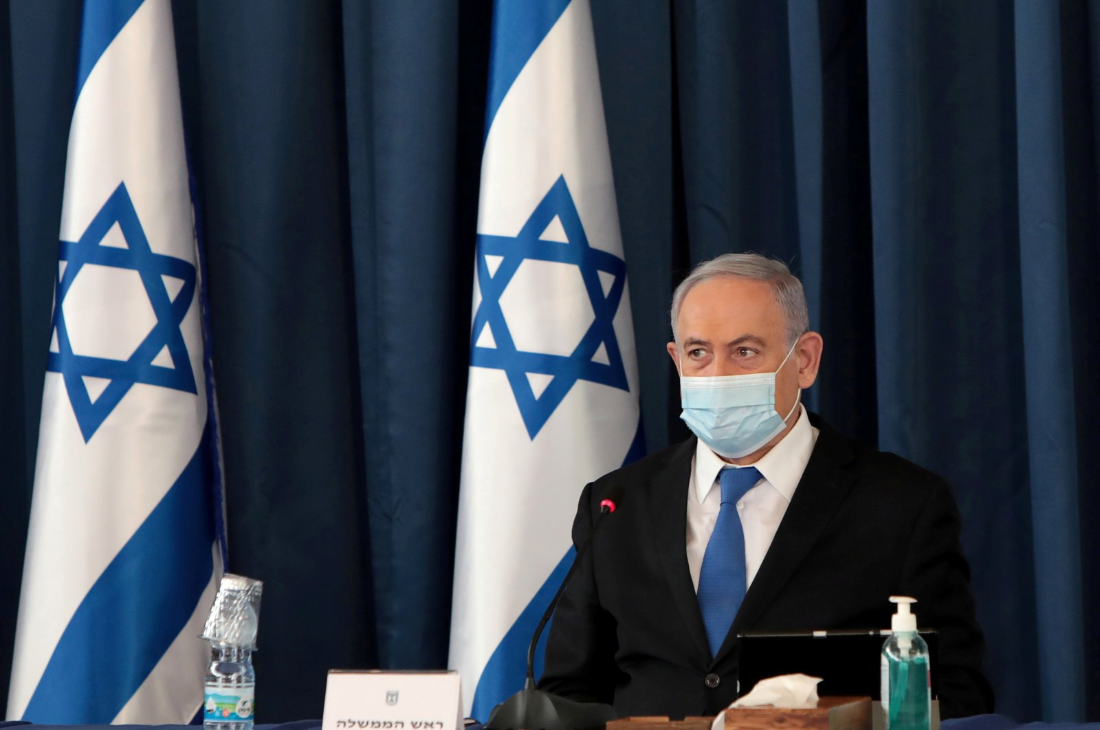 Israeli Prime Minister Netanyahu wears a protective mask as he holds a weekly cabinet meeting at the Foreign Ministry, Jerusalem, July 5, 2020. (REUTERS Photo)