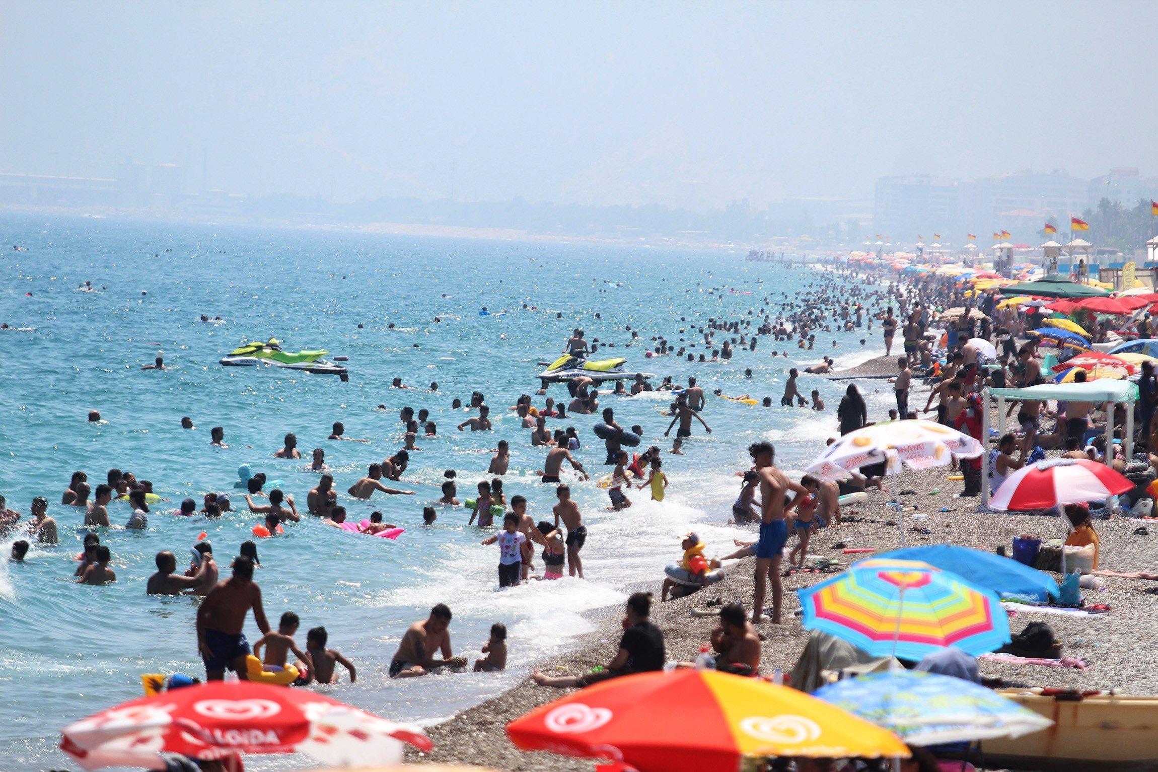 23.000 RUSA OSVANULO U TURSKOJ PROVINCIJI! U Antaliju u jednom danu sletjelo čak 80 aviona iz Rusije