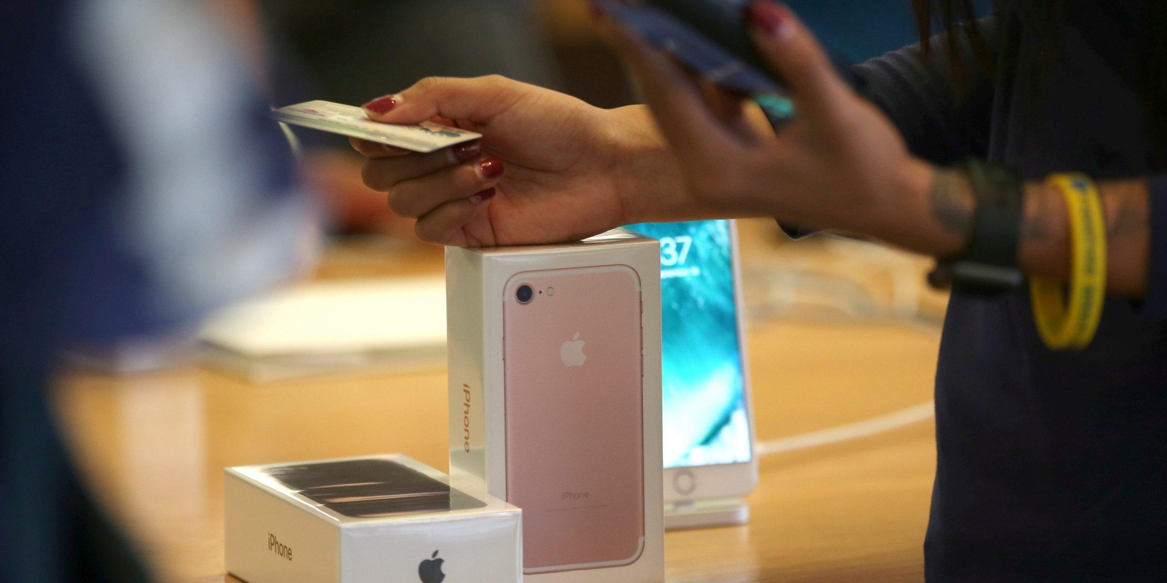 Apple, telefon fiyatlarını artırdıktan sonra Türkiye'deki servis ücretlerini artırdı