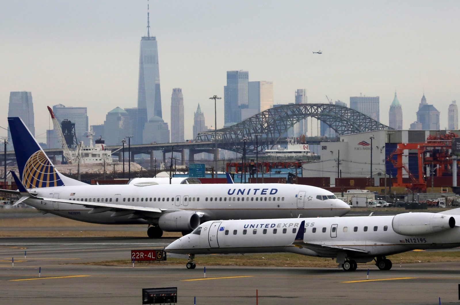 United Airlines passenger jets taxi with New York City as a backdrop, at Newark Liberty International Airport, New Jersey, U.S., Dec. 6, 2019. (Reuters Photo)