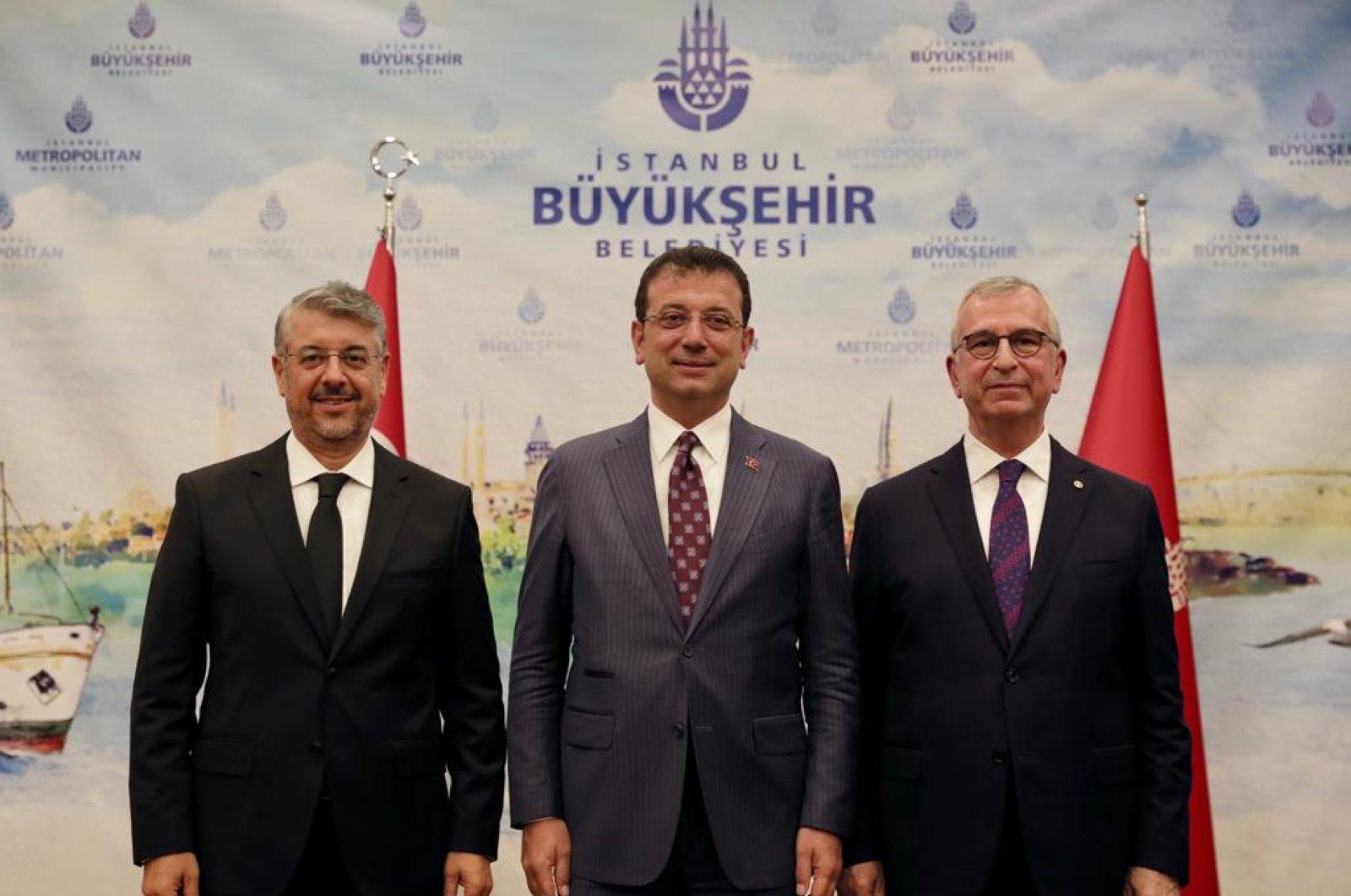 Newly appointed Istanbul Metropolitan Municipality Secretary-General Can Akın Çağlar (L) with Istanbul Mayor Ekrem Imamoğlu (C) and former Secretary-General Yavuz Erkut (R) at the handover ceremony, Istanbul, Turkey, July 8, 2020. (DHA Photo)