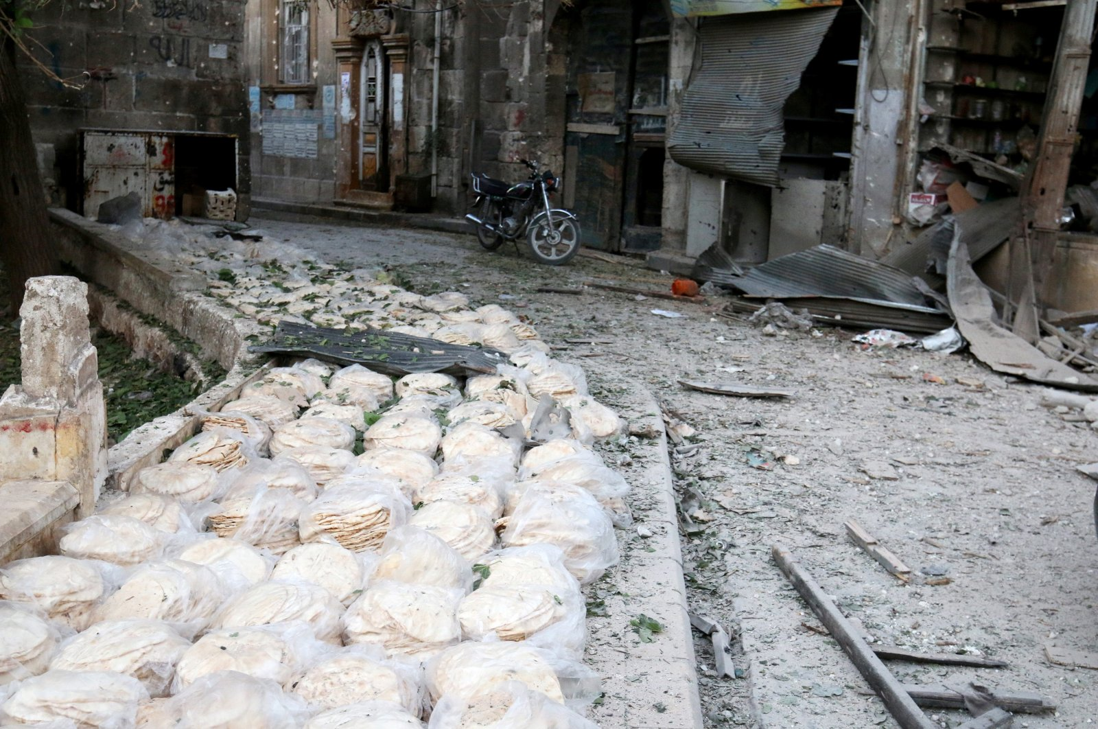 Stacks of bread are seen at a damaged site after an airstrike in the opposition-held Bab al-Maqam neighborhood of Aleppo, Syria, Sept. 28, 2016. (Reuters Photo)