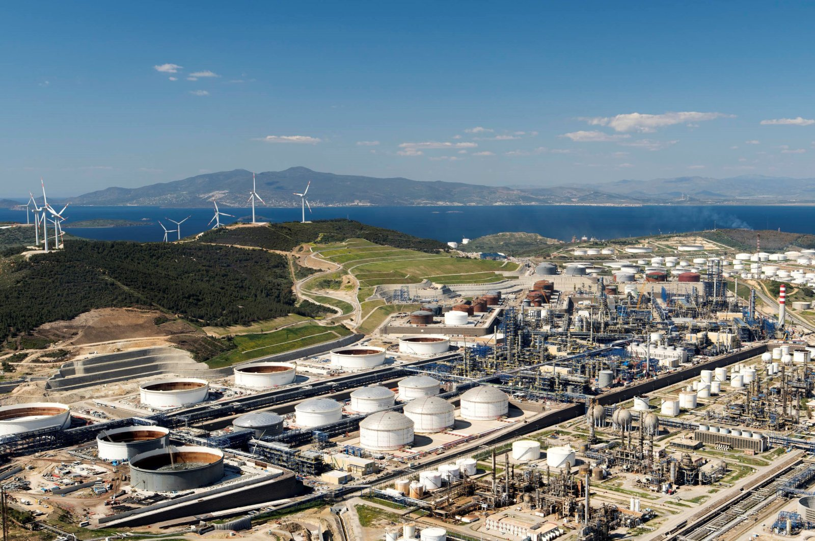 An aerial view of the largest private sector investor in Turkey, SOCAR's STAR Refinery in Aliağa, western Izmir province, Turkey, Nov. 8, 2017. (AA Photo)