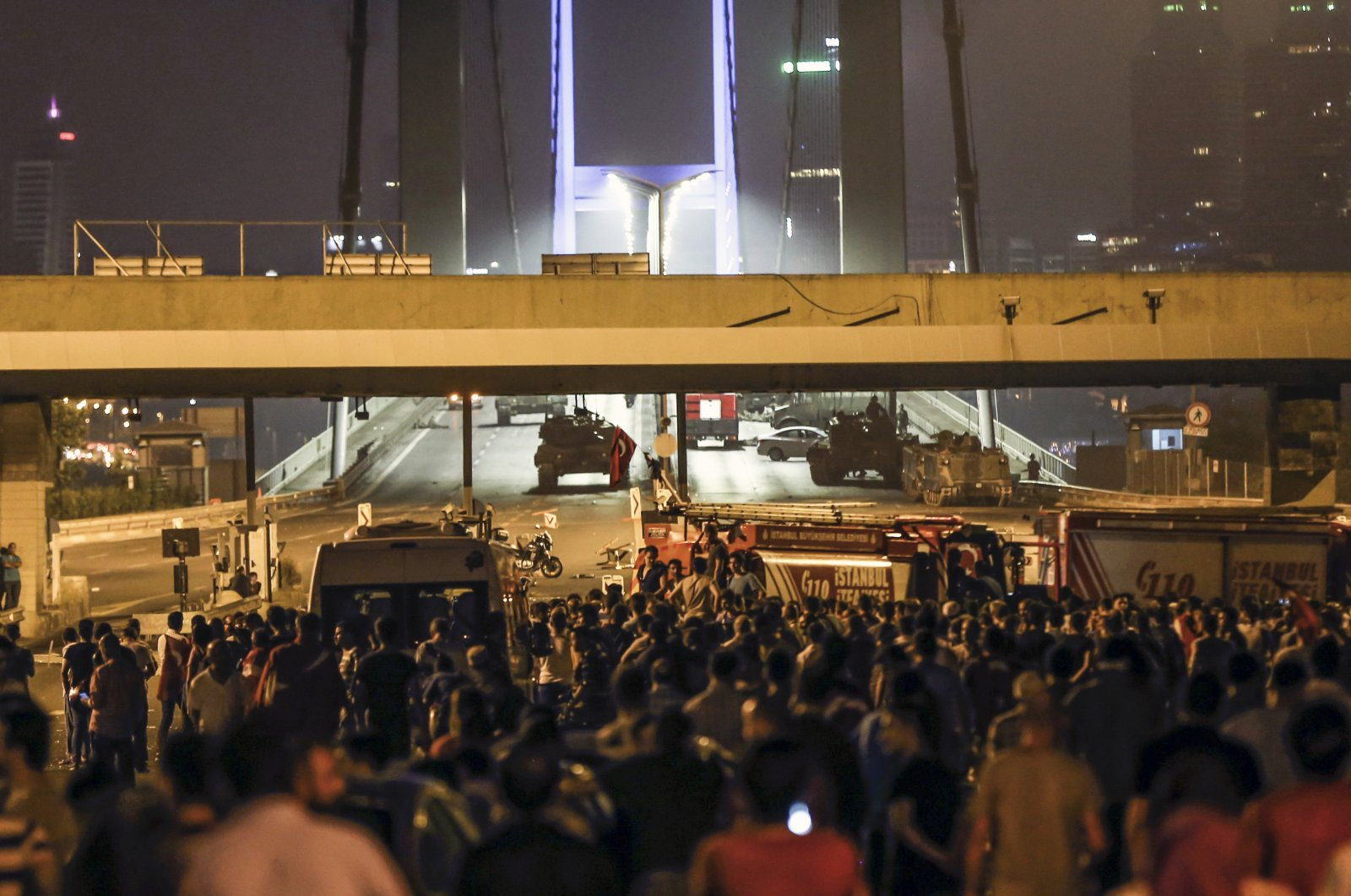 People march toward Istanbul's iconic then-Bosporus Bridge, now called the July 15 Martyrs' Bridge, to resist soldiers linked to the Gülenist Terror Group blocking the bridge road as part of their coup plan, Istanbul, July 15, 2016. (AA Photo)