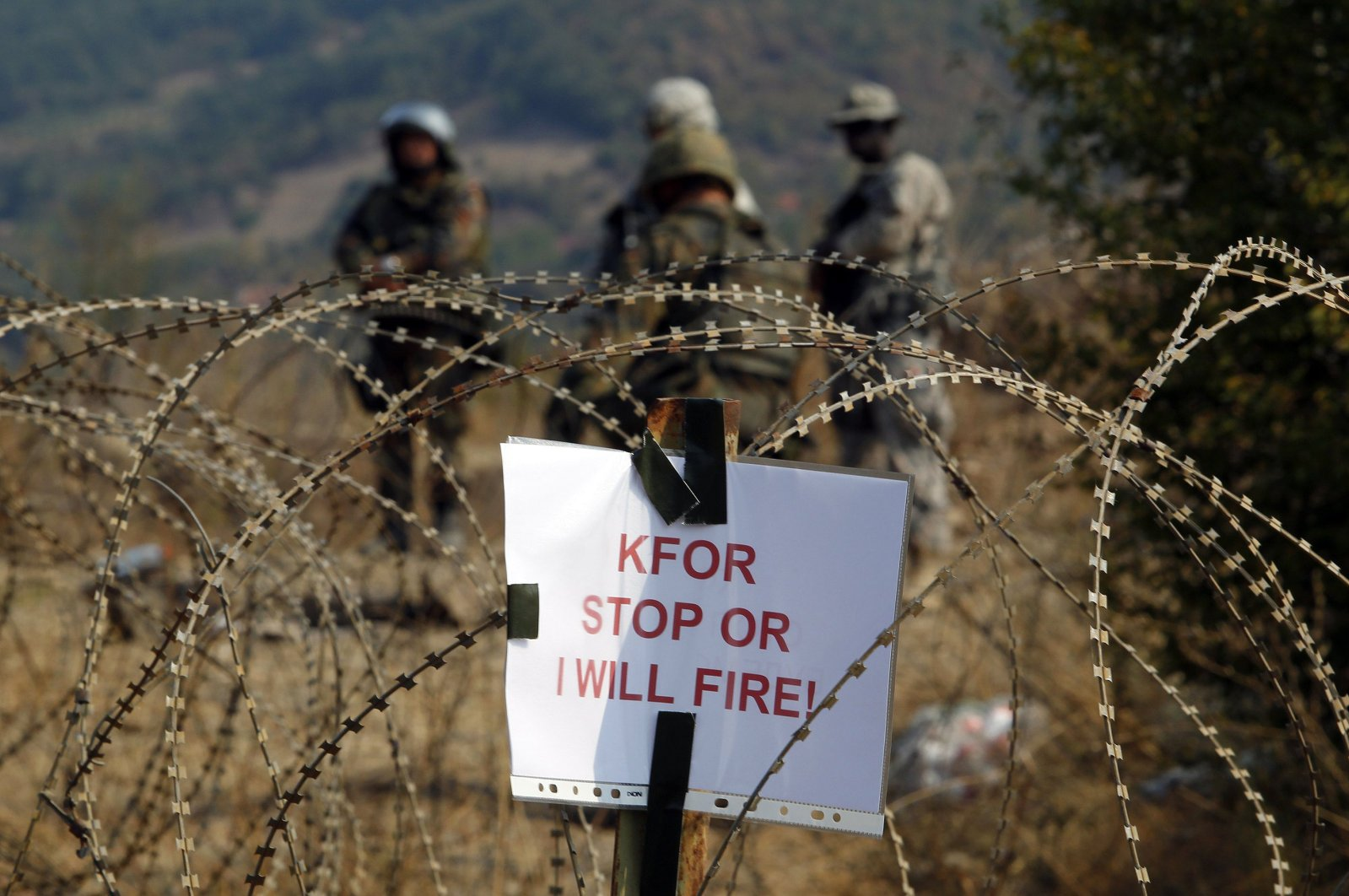Kosovo Force (KFOR) soldiers stand guard near the closed Serbia-Kosovo border crossing of Jarinje, Sept. 16, 2011. (REUTERS Photo)