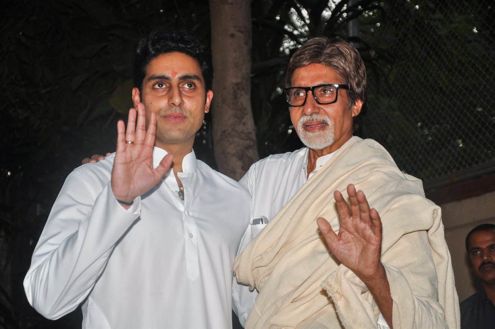 Bollywood actor Amitabh Bachhan (R) and fellow actor, son Abhishek Bachchan hold a press conference on November 22, 2011 (AFP Photo)