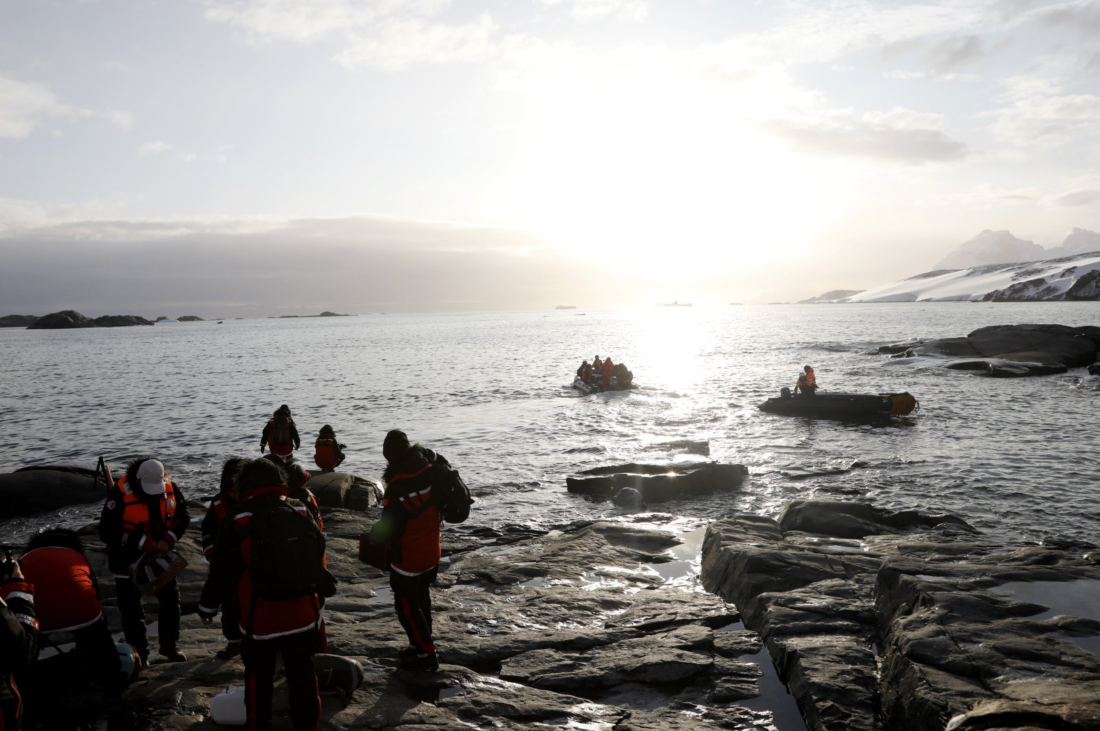 The Turkish team gathers their belongings to take them back to the ship. (Photo by Hayrettin Bektaş)