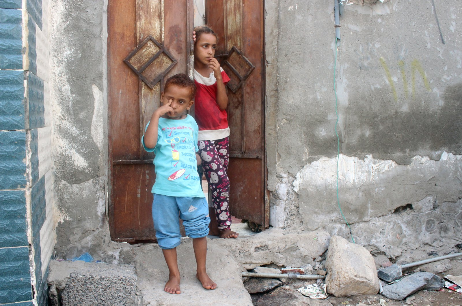 Children stand outside their home, Aden, Yemen, July 1, 2020. (REUTERS Photo)