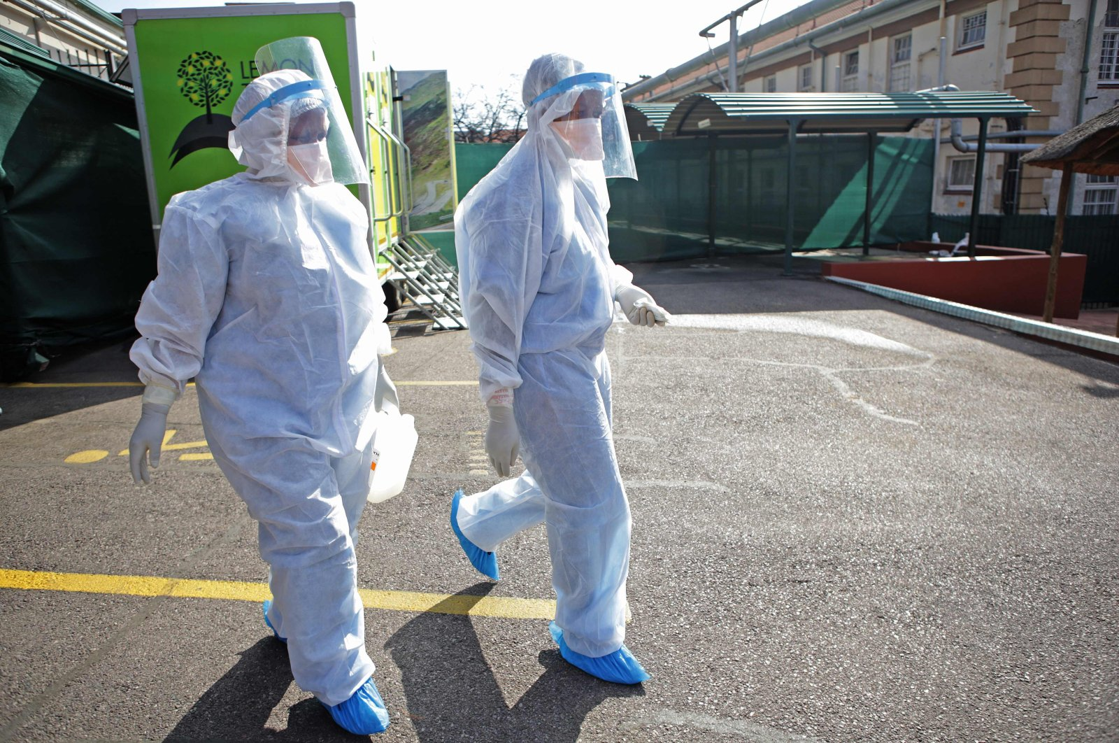 Professional health care workers wearing personal protective equipment (PPE) make their way to tents dedicated to the treatment of possible COVID-19 coronavirus patients at the Tshwane District Hospital, Pretoria, South Africa, July 10, 2020. (AFP Photo)