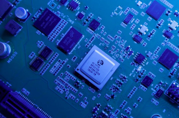 Hi1710 BMC management chip is seen on a Kunpeng 920 chipset designed by Huawei's Hisilicon subsidiary is on display at Huawei's headquarters in Shenzhen, Guangdong province, China May 29, 2019. (REUTERS Photo)