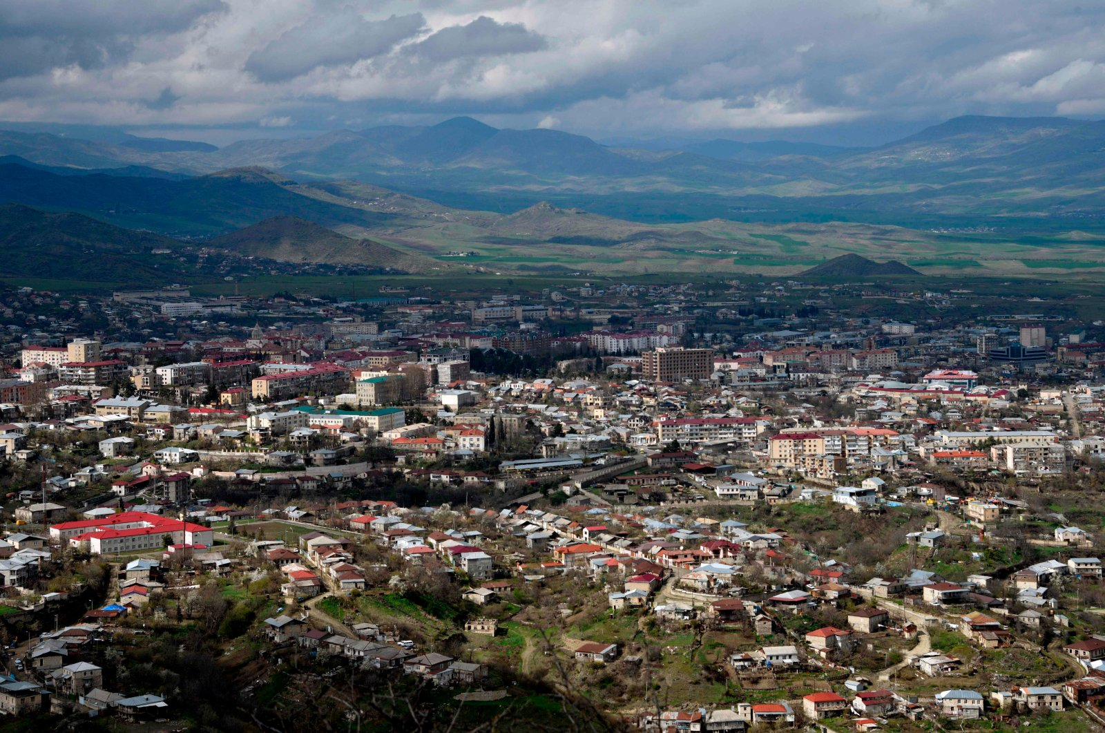A general view of Stepanakert (Khankendi), the capital of the Armenian-occupied Azerbaijani region of Nagorno-Karabakh, April 4, 2016. (AFP Photo)