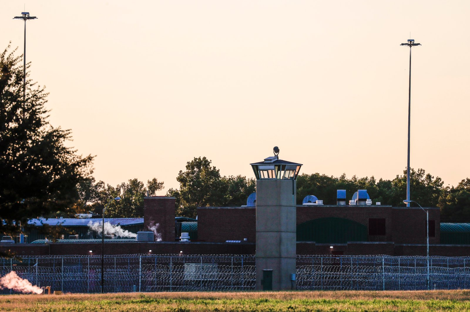 Razor wire and guard towers surround the U.S. Penitentiary complex that houses the federal execution chamber in Terre Haute, Indiana, July 13, 2020. (EPA Photo)