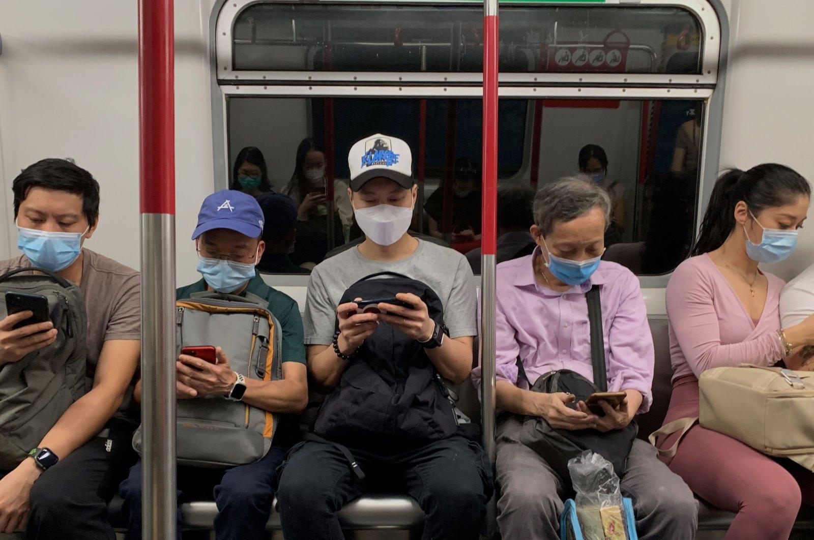 Passengers wear surgical masks in an MTR train, Hong Kong, July 13, 2020. (REUTERS Photo)