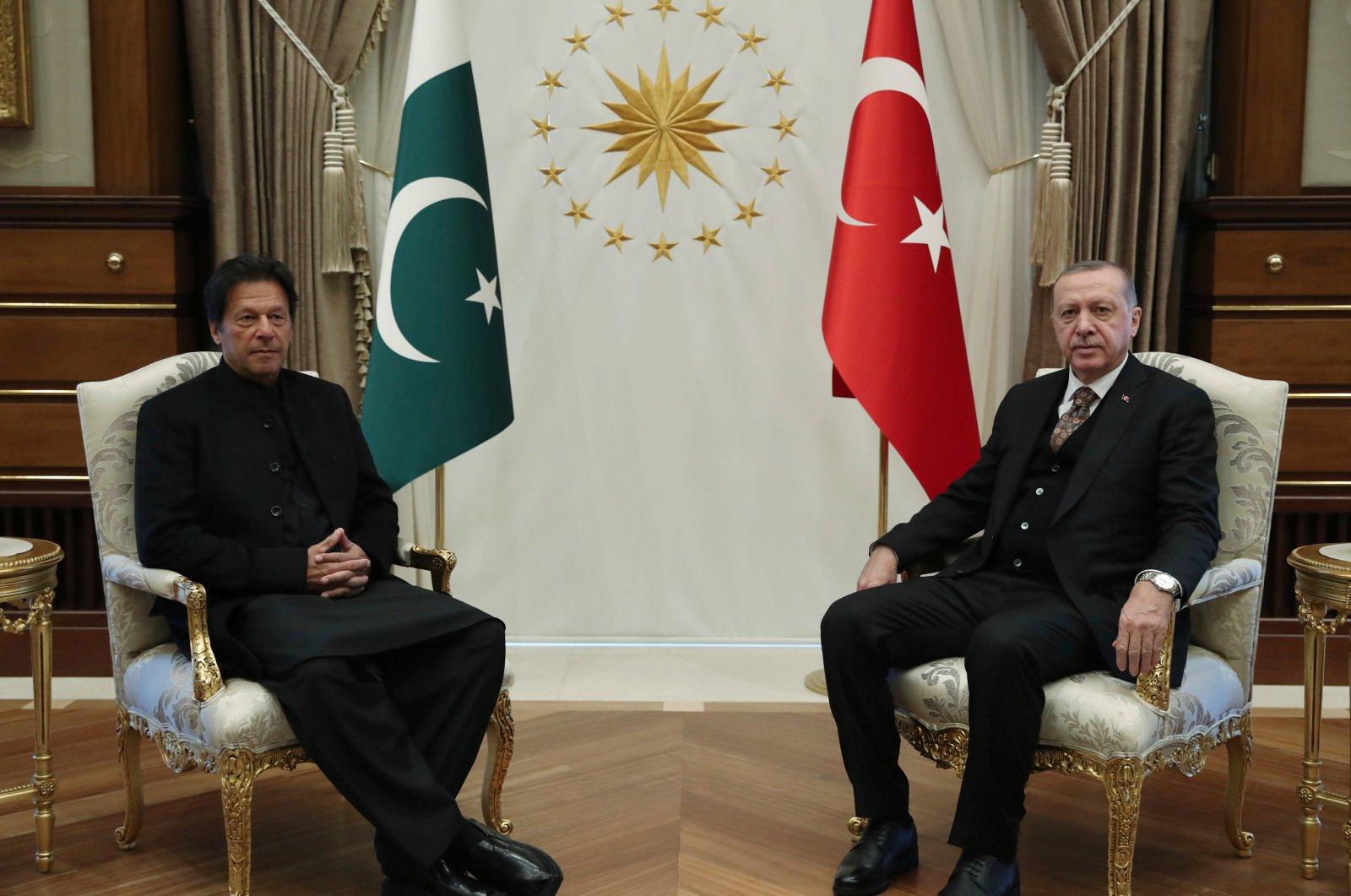Pakistan's Prime Minister Imran Khan (L) and President Recep Tayyip Erdoğan pose for the media before a meeting, Ankara, Jan. 4, 2019. (AP Photo)