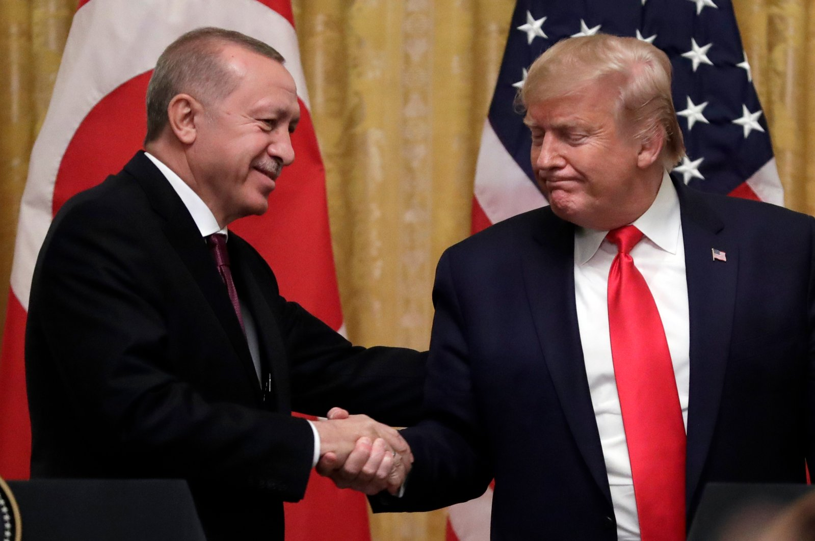President Recep Tayyip Erdoğan (L) and U.S. President Donald Trump shake hands after a news conference in the East Room of the White House, Washington, Nov. 13, 2019. (AP Photo)