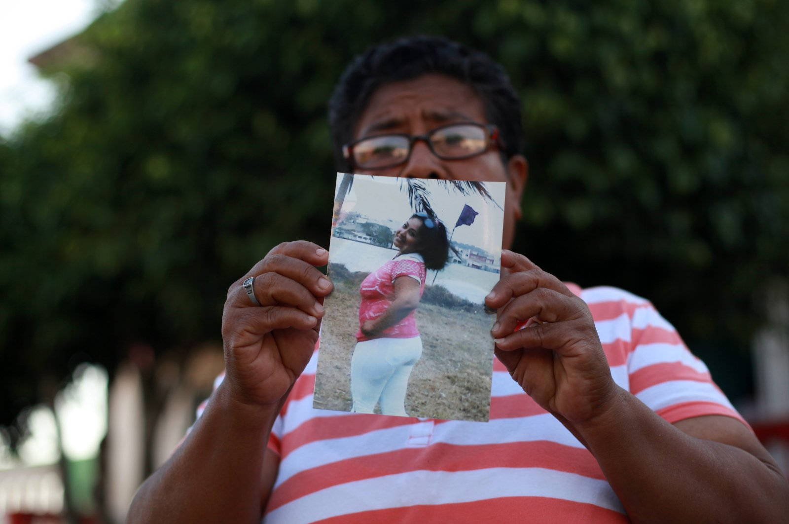 Francisca Garcia holds a portrait of her missing daughter Wendy Cruz Garcia as she stands in front of the morgue of Cosamaloapan, Veracruz, Mexico, June 18, 2014. (AP Photo)