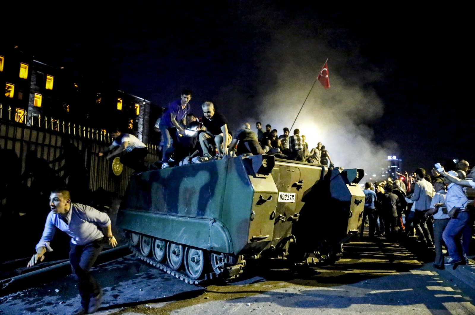 People resisting against the FETÖ coup plotters during the bloody attempted coup of July 15, 2016, Ankara. (AA Photo)
