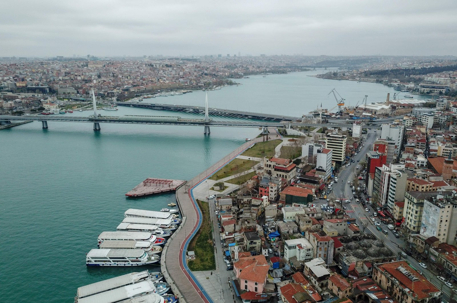 A view of the Golden Horn in central Istanbul during the coronavirus outbreak in Turkey, March 26, 2020. (AFP Photo)