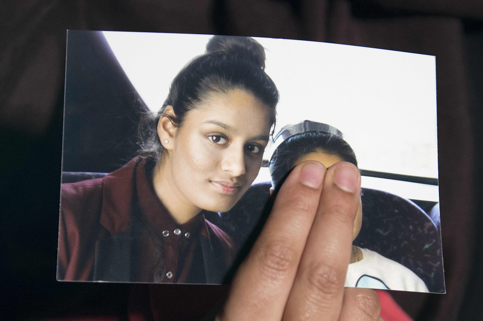 Renu, the eldest sister of British-born Shamima Begum, holds a picture of her sister while being interviewed by the media in central London, Britain, Feb. 22, 2015. (AFP Photo)