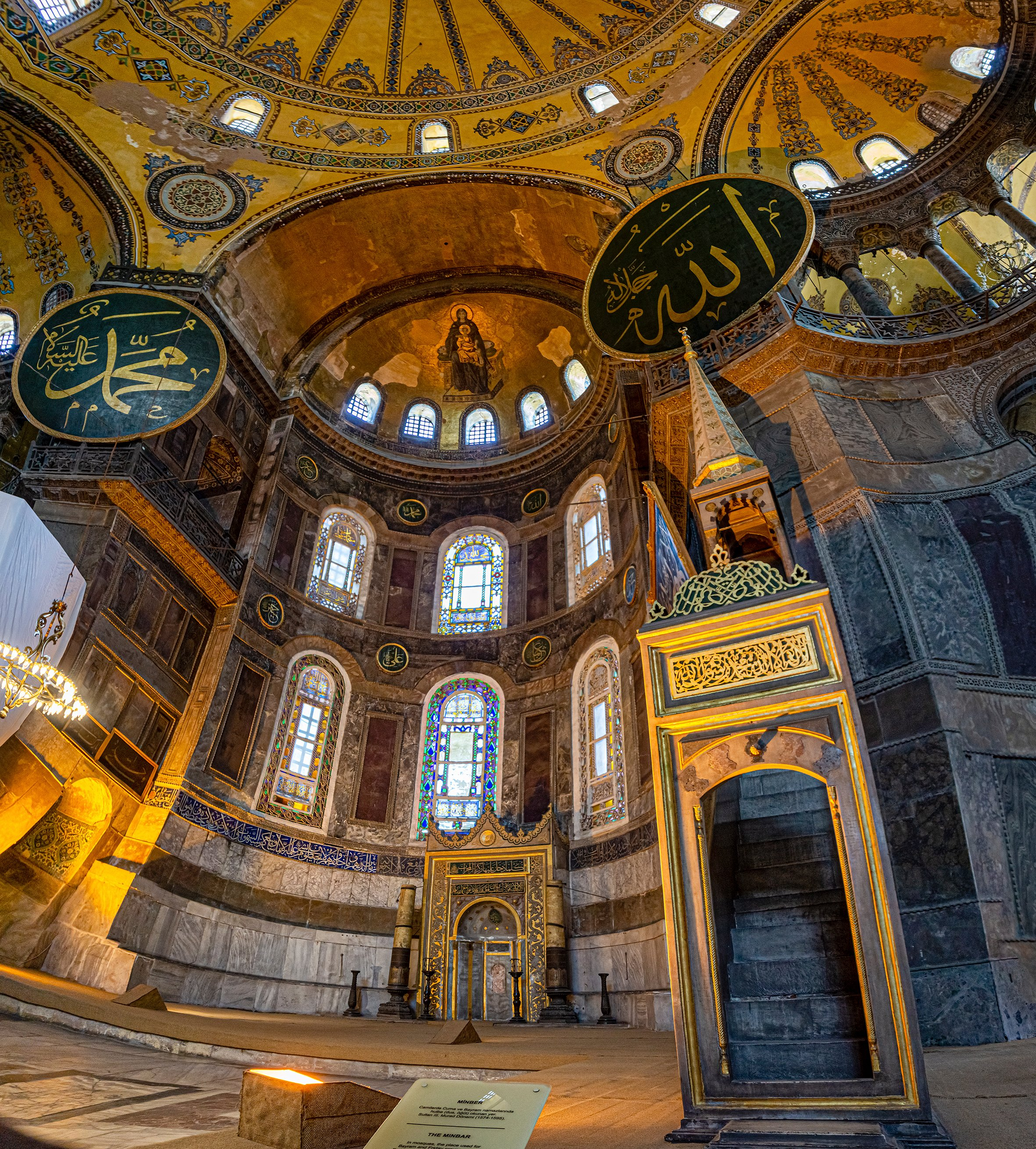 Panoramic and interior view of the Hagia Sophia. (iStock Photo)