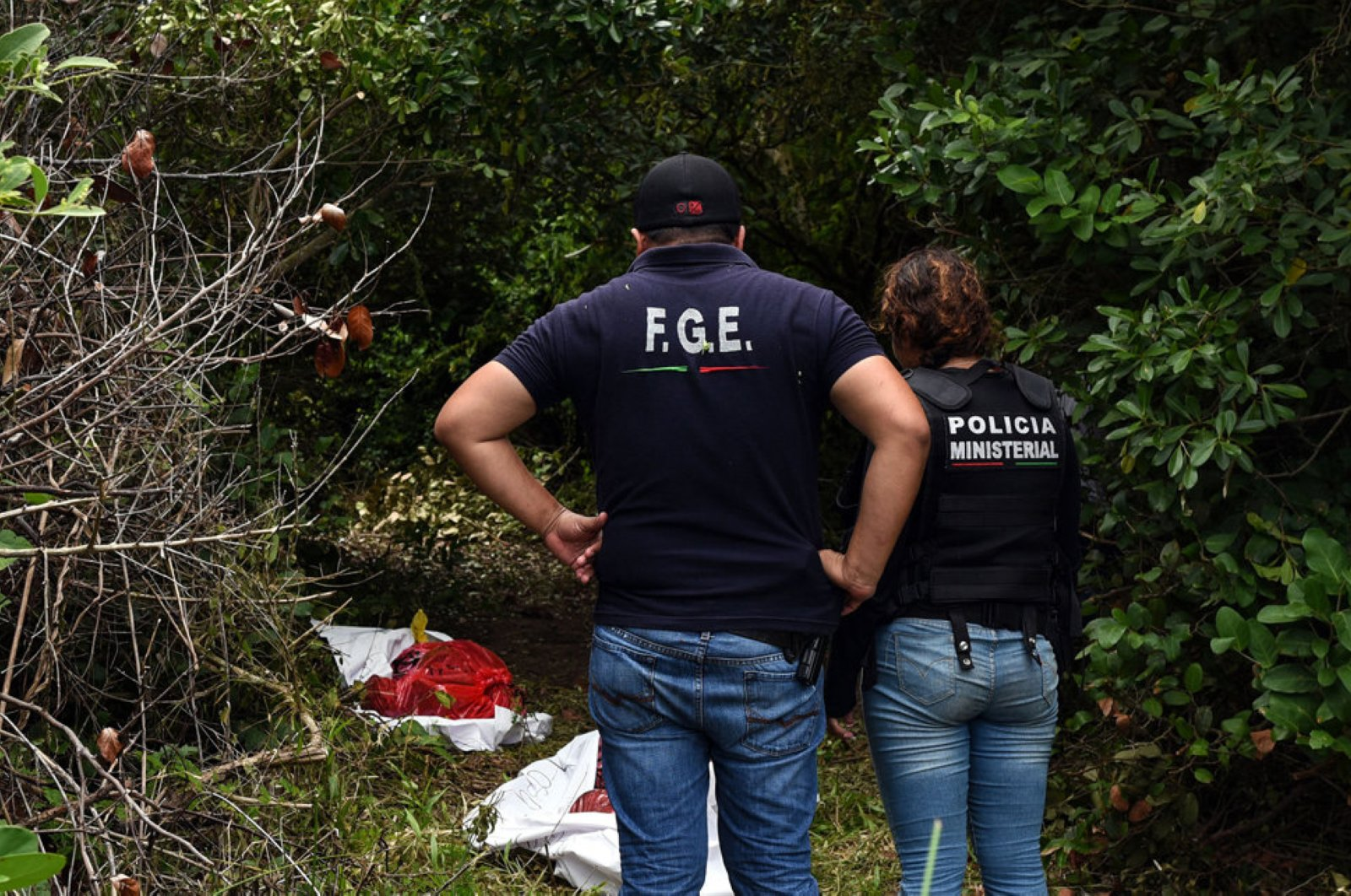 Ministerial police officers work at the site of a mass grave, where at least 166 bodies were discovered since exhumations began on August 8, at  Alvarado municipality in the Mexican southeastern state of Veracruz on September 07, 2018. (AFP Photo)