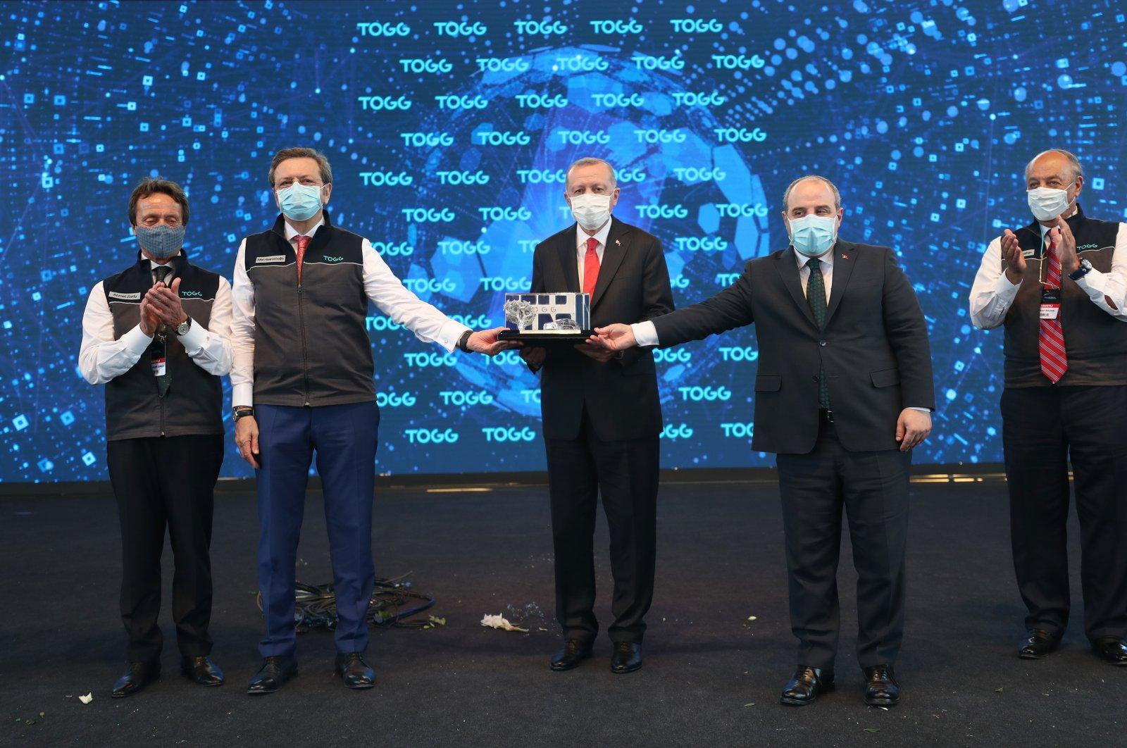 President Recep Tayyip Erdoğan (C) at the groundbreaking ceremony for Turkey's first domestic car factory in the Gemlik district of northwestern Bursa province, July 18, 2020. (AA Photo)